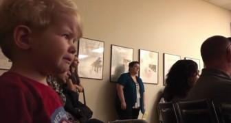 Concerto di musica classica all'asilo: la reazione del bambino alla sonata di Beethoven è commovente
