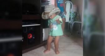 Zum lateinamerikanischen Tanz kann der Kleine nicht still stehen: seine Hingabe ist uneingeschrenkt!