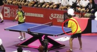 Tafeltennis zonder handen: de strijd tussen deze twee spelers is razend spannend!