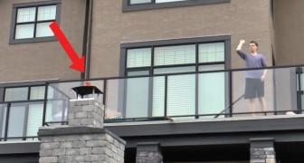 Hij scoort vanaf het balkon. Denk je dat het puur geluk is? Deze video laat zien dat dat niet het geval is!