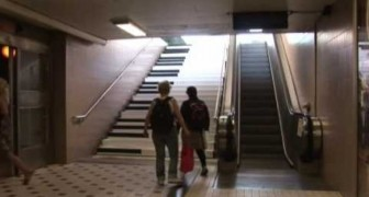 The stairs of the metro become a piano