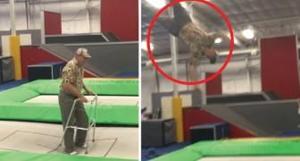 Een oude man met een looprek betreedt een trampoline... trek niet te snel conclusiesl!