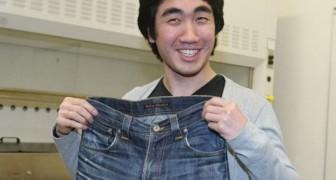 Indossa un paio di jeans per 15 mesi: quando analizza i batteri presenti il risultato è inaspettato