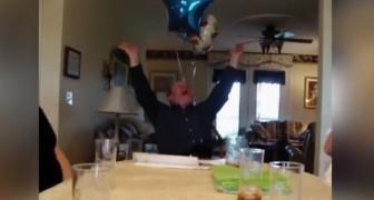 Deze man viert zijn verjaardag en krijgt het beste cadeau ooit!