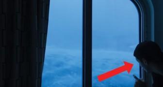 Que cosa se prueba encontrarse en medio de una tempestad? La escena filmada desde la cabina es terrificante