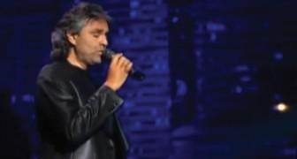 Andrea Bocelli chante une des chansons qu'Elvis a rendu célèbre et... c'est la standing ovation!