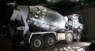 Deze betonwagen wordt getransformeerd in een gigantische discobal: hier zal je maar al te graag bij willen dansen!