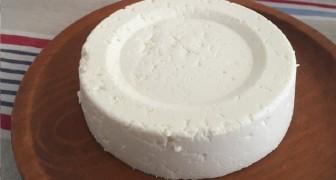 Vous avez 1 litre de lait, un pot de yaourt et un demi-citron? Préparez du fromage frais maison!
