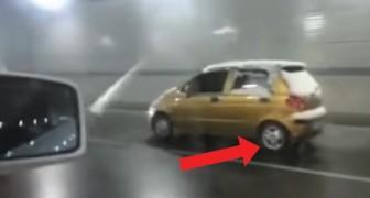Deze bestuurder redt met aangetrokken handrem: IEDEREEN heeft dat in de gaten, behalve de bestuurder zelf!