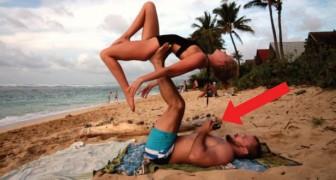 En plein yoga sur la plage, elle n'a aucune idée de la surprise qui l'attend... La tête en bas!