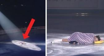 A patinadora começa 'dormindo' na pista: não perca a sua magnífica exibição.
