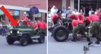 Los militares muestran a la multitud como MONTAR y DESMONTAR un Jeep en 3 minutos
