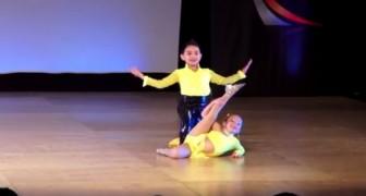 Zwei kleine einzigartige Tänzer