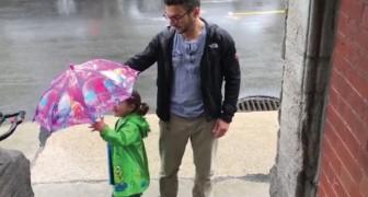Papà e figlia hanno un solo ombrello: la soluzione? Simpaticissima!