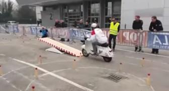 Carrera de obstaculos: la Vespa lo supera sin vascilacion!