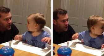 Papa begint te beatboxen en zijn zoontje pikt het ritme op: samen vormen ze een formidabel duo!