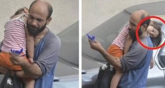 Ein Passant schießt diese Fotos, aber ahnt nicht, dass diese Geste das Leben eines Mannes für immer verändert