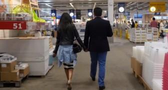 Ett par är på Ikea: kvinnan vet inte vad som kommer att hända