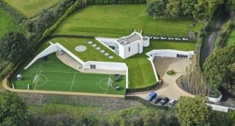 Non poteva costruire sul terreno ma è riuscito a realizzare la villa dei sogni scavandola sotto terra