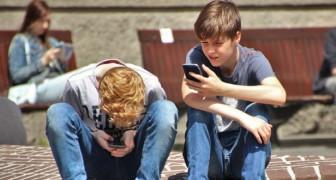 La Francia vieta l'uso degli smartphone in tutte le scuole elementari e medie del paese