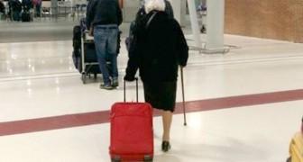À 93 ans, elle prend un vol pour le Kenya et nous apprend que pour vivre, nous avons tous besoin d'une 'pincée d'inconscience'