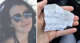 Ze nodigt een dakloze uit om met haar te eten: als ze weggaat laat ze een briefje achter met een onverwachte boodschap
