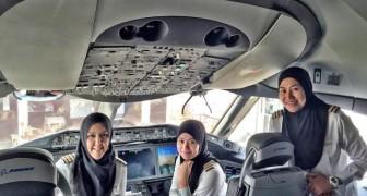 Eine komplett weibliche Flugzeug-Crew in einem Land, in dem Frauen nicht Auto fahren dürfen