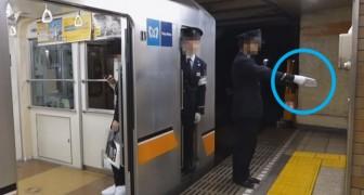 Gli operatori ferroviari giapponesi non fanno che puntare il dito: ecco spiegata la curiosa pratica
