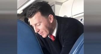 O comissário de bordo reconhece os sintomas de uma passageira e faz algo que não passa inobservado