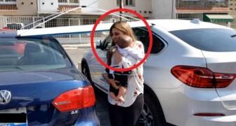 Deja la hija en auto y va al bar con las amigas: cuando regresa entiende de haber tocado la tragedia