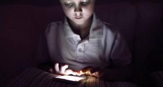 Une experte en toxicomanie révèle : Donner un smartphone à votre enfant, c'est comme lui donner une dose de drogue