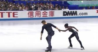 Los patinadores comienzan la exhibicion: algunos instantes despues los jueces no tienen mas dudas sobre quien sera el vencedor