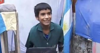 Un bambino di 12 anni ha fondato una scuola nel retro della sua casa: una storia che ha molto da insegnarci