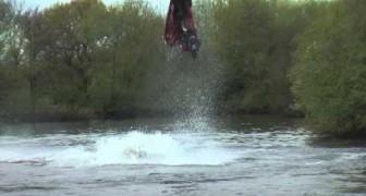 Han visto al campeon del mundo de moto en agua ?