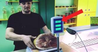 Este joven nos muestra la simple tecnica para engañar sobre el peso de la carne