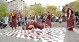 Breakdance mit buddhistischen Mönchen