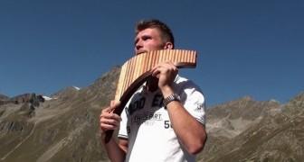 Hij begint 'Amazing Grace' te spelen omringd door de bergen: zijn versie is pure emotie