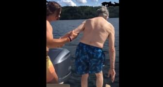 Un arrière-grand-père de 102 ans s'approche de l'eau : la façon dont il plonge fait trembler toute la famille.