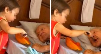 Das Kind hilft dem Großvater beim Essen.... und das Video begeistert Tausende von Menschen!