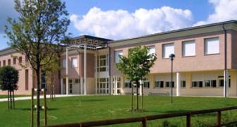 Un ragazzo picchia un compagno di classe: la preside lo manda ad assistere i malati di Alzheimer