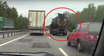 Incontrano in autostrada un tir russo... Che sembra uscito da un film dell'orrore!