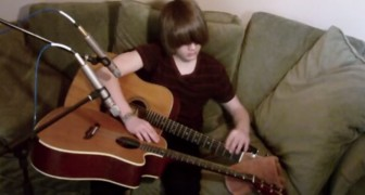 Ce que Jason réussit à faire en utilisant deux guitares a de quoi laisser sans voix