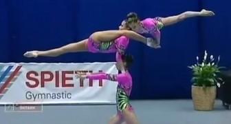 La perfezione di queste ginnaste acrobatiche mi fa dubitare della loro natura umana