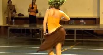 De bewegingen van deze danseres zijn echt uniek in dit genre