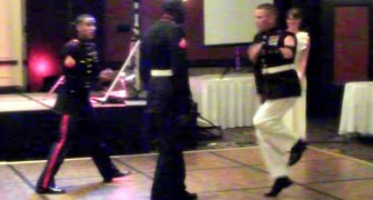 Ces officiers de la Marine savent bien comment se détendre entre deux missions