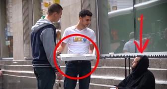 Geeft een dakloze een pizza, wat hij daarna doet is werkelijk onverwachts