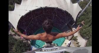 Le plongeur et son exploit: filmé de haut, il vous fera venir des frissons
