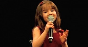 This little 5 years old girl sings Ave Maria like an angel !
