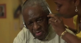 A man with Alzheimer's listens to his favourite song: his reaction SHOCKED everyone