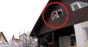 Een man springt uit een raam: zijn vaardigheid zal u verbijsteren!